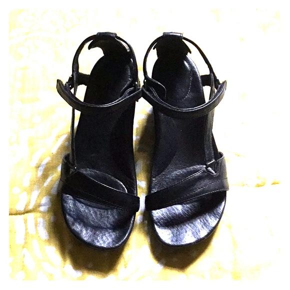 27d3b3946 Woman s Teva black Capri wedge 6.5. M 5b155f9b9539f7e9bef10c0b